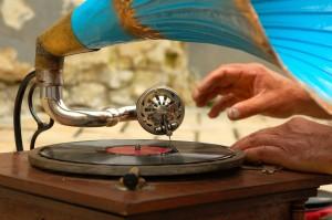 gramophone-758108_1920